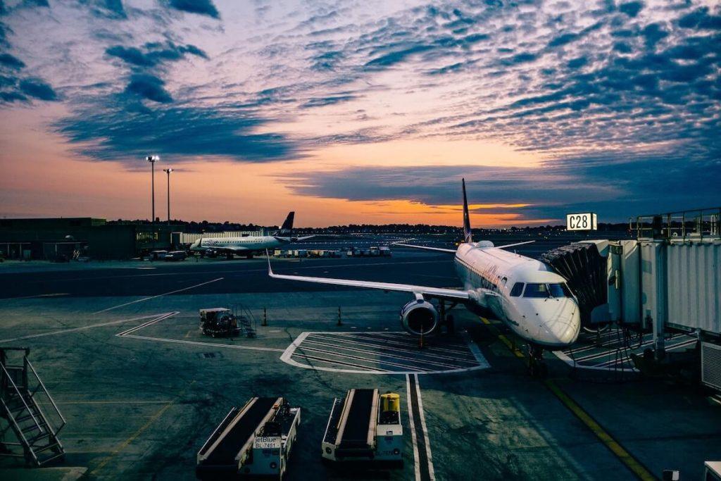 soñar con avion en la pista